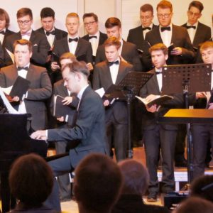 Julian Schmitz als Pianist beim Chorkonzert der Berufsfachschule für Musik in Sulzbach-Rosenberg